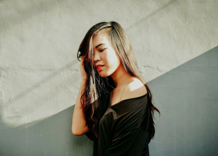 https://www.instagram.com/ynonsia EyeEm Portrait Of A Woman Light And Shadow Light Shadow Shadows & Lights Aesthetic Portrait The Week Of Eyeem Portrait Of A Friend The Portraitist - 2016 EyeEm Awards EyeEm Best Shots Fine Art Photography EyeEm Best Edits Showcase July Asian Girl Girl 50mm Nikon D3200 Photography