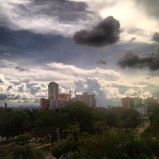 Maracay Nubes Paisajeurbano Pueblosdelatinoamerica