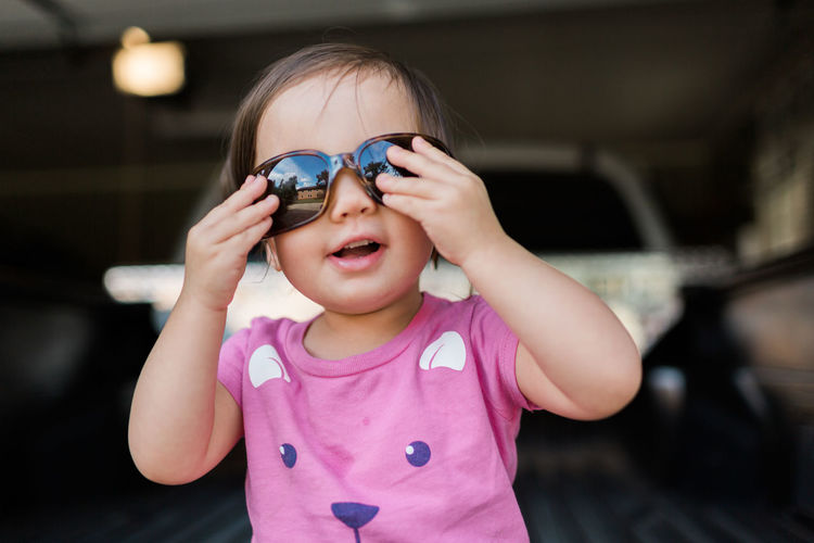 Girl playing with sunglasses Laughing Lifestyle Motherhood Shades Candid Casual Clothing Child Childhood Cute Front View Girl Innocence Kid Leisure Activity Lifestyles One Person Pink Color Playing Real Life Real People Smiling Summer Sunglasses Sunshine Toddler