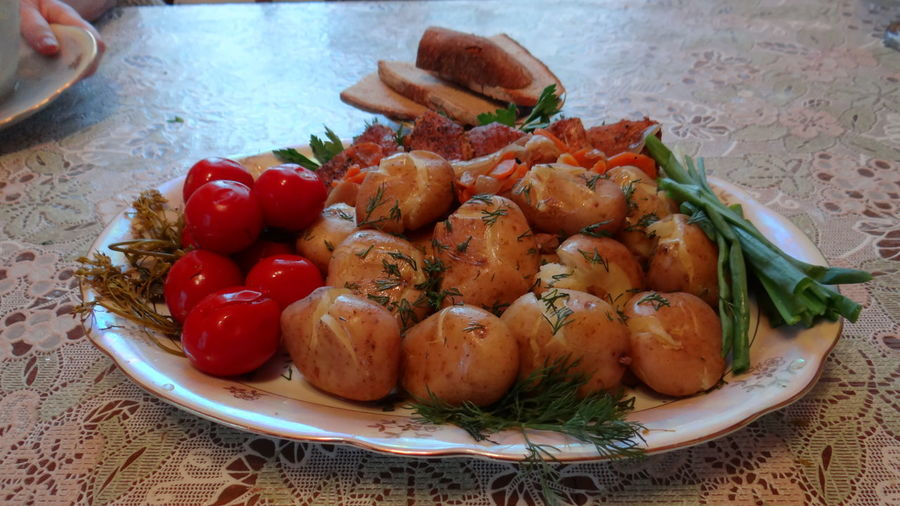 Close-Up Of Boiled Potatoes And Tomatoes In Plate Served On Table