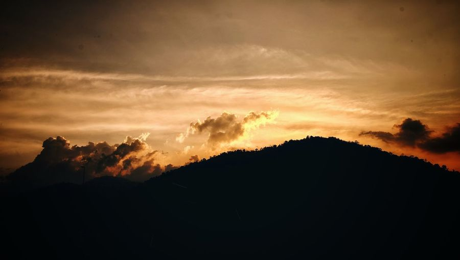 Sunset behinde the mountain Sunset Beauty In Nature Silhouette Nature Scenics Dramatic Sky Tranquility Sky Tranquil Scene No People Cloud - Sky Outdoors Landscape Day