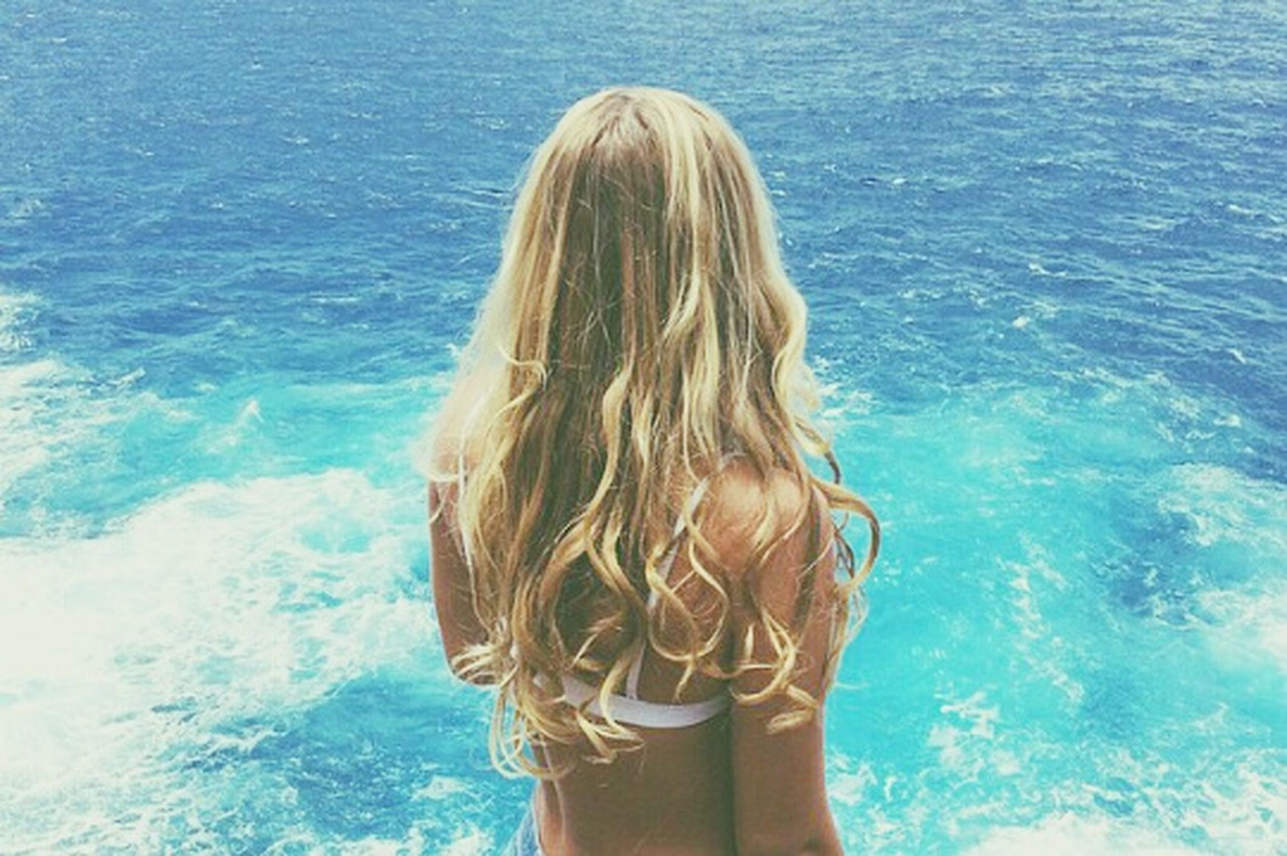 water, long hair, lifestyles, young women, sea, leisure activity, young adult, blond hair, person, rear view, brown hair, vacations, beauty, bikini, headshot, medium-length hair