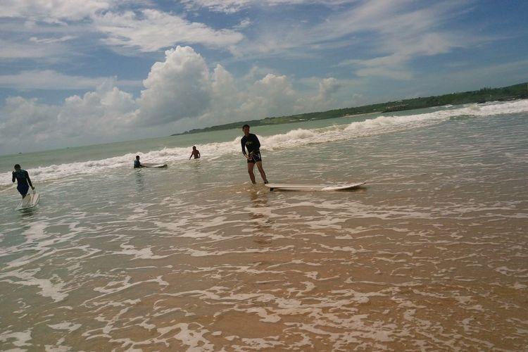 summer time! have fun Beach HaveFun Surfingislife Surfing Beach Taiwan Big Beach Kenting  台灣 墾丁 衝浪 So Enjoy Super Hot Summertime Beautiful Sky And Beach Wave Sea Beach Full Length Sand Dog Child Water Motion Togetherness EyeEmNewHere The Great Outdoors - 2018 EyeEm Awards
