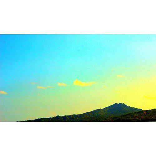 📷 Ekspolerindonesia Visitindonesia Visitjawatimur Tulungagung pantailepaspopoh potography landscape beach mainsebentar jalan2man nikon 550 potrait sunset mountainvsco vscocamthisisindonesia