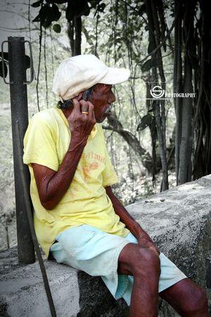 Unmeshshirsath Usphotography Portrait Old Oldman Sitting Streetconer Relaxing Shadow Good Morning #alibagh #india