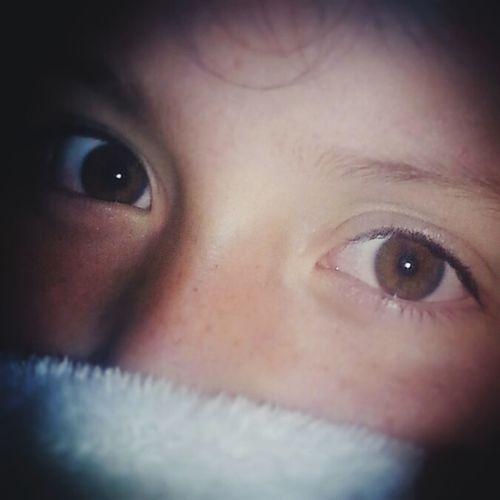 """Sé que es cierto que los ojos son el espejo del alma y es increible la capacidad que tenemos los humanos para darnos cuenta que tipo de persona tenemos en frente con tan solo verlo a los ojos; ella es Renata, mi hija y es simplemente una pequeña con un corazon enorme!... te amo """"Boro"""" First Eyeem Photo"""