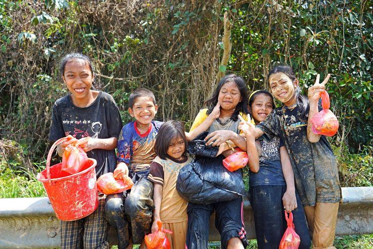 Children and mud Capture The Moment Childrenplayinginthemud Kglimaukasturi TheAfterMath Kelantan Flood2014 Malaysia Mud Kualakrai Groupphoto