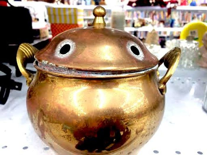 A smiling face in a kettle. Kettle Thrifting Success Close-up Day Market No People Outdoors Pareidolia Thrifting Adventures Travel Destinations