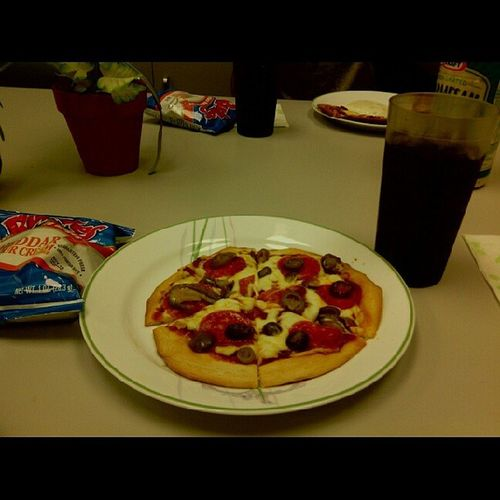 Hey everyone, i made pizza in class;D who wants some? Imadepizza Pizza Iloveeit !:D