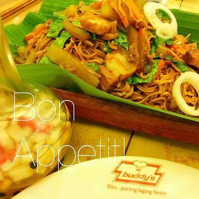 Pancit Lucban 🍴 . . . Foodporn Foodgasm Pancithabhab Lucban quezon foodshot thefatkidinside themanansala