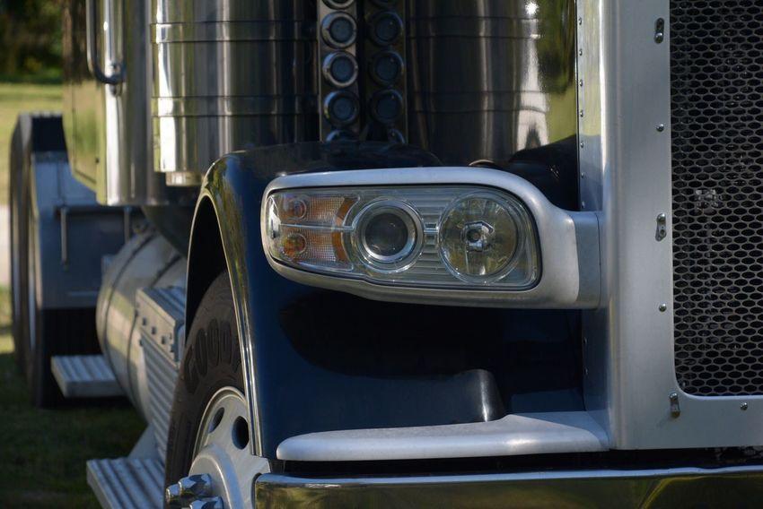 Big Rig Truck Tractor Trailer Diesel Diesel Truck Semi-truck Eighteen Wheeler Commercial Truck Door Big Rig Big Rigs Diesel Engine EyeEmNewHere