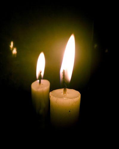 EyeEm Selects Candle Flame Heat - Temperature Glowing Burning Illuminated Yellow Luminosity Night Close-up