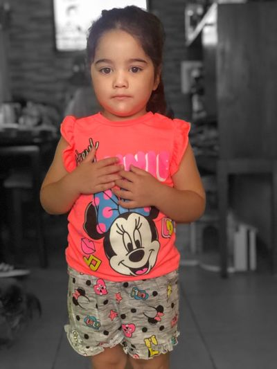 Belleza Child Childhood One Person Standing Real People Looking At Camera Women