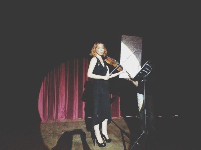 """Dadaş"" Sinema Filmi Konser Sahnesi 🎻🎬 Film Set Violinist Concert Actress I Love My Job! Music Violin Operahouse Art"