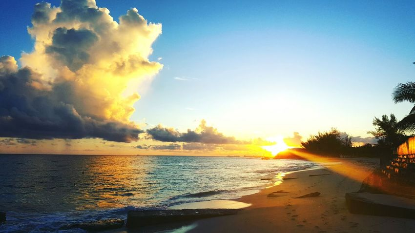 Good morning from Love Beach Wake Up World Sunrise Sunbeam Beauty In Nature Beach Morning Stroll My Time Island Life Nassau, Bahamas Morning Rituals Morning Light Beachstroll Morning Reflections Love Beach