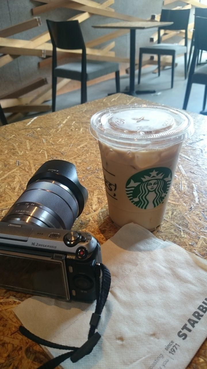 drink, table, coffee - drink, refreshment, food and drink, indoors, frothy drink, no people, camera - photographic equipment, freshness, close-up, latte, day, food, froth art