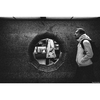Hamburg Streetlife Streetphotographyhamburg Streetphotography Streetphotographers Streetphoto Street Hamburg Street Streetbnw LeicaLock
