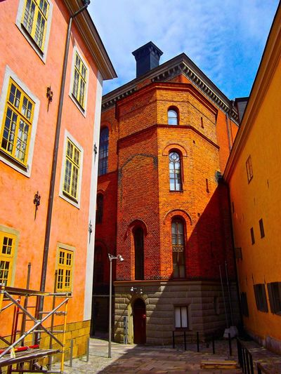 Pleasant impasse Architecture Architecture_collection Colors Lights And Shadows Silhouette Urban Geometry Urban Landscape City Cityscapes Sunlight EyeEm Best Shots Street Photography Morning Summer Traveling EyeEm Best Edits Hello World Urban Sky Art Classic Missing You at Sweden