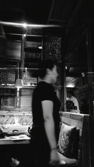 Hangzhours binjgiang Restaurant Eating waiter