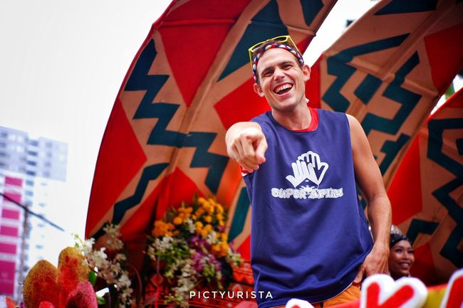 """Kulas"" A snapshot of Kulas, also known as BecomingFilipino, a Canadian blogger trying to ""Become Filipino"" through travel, experience, and sharing happiness. Fujifilm XT100 7artisans Randomphotos Composition Hobbyistphotographer Ndfiltered Landscapephotography Philippines Fuji Photographer Newbie Streetphotographyworldwide Lensculture Street_focus_on Streets_storytelling Streetphotography Streetsleaks Streetclassics Streetphotographycommunit Smiling Men Cheerful Happiness Fan - Enthusiast Crown Portrait Standing Celebration Holiday - Event"