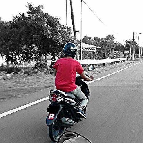 berhati-hati di jalan raya ingat orang yang tersayang Beware SelamatMalam Igersjoho VSCO vscomalaysianvscoeditvscoeffectcolorsplashnightgeng