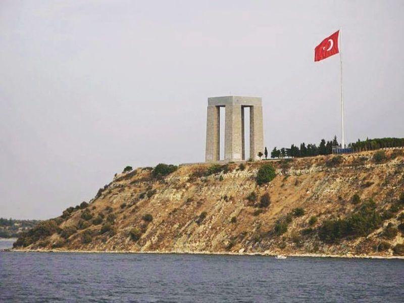 18 Mart Çanakkale Zaferi kutlu olsun! Zaferin mimarı Ulu Önder Mustafa Kemal Atatürk'ü, aziz şehitlerimizi; saygı ve rahmet ile anıyoruz. 18 Mart çanakkale Zaferi Kutlu Olsun Sehitlerimizi Saygı Ve Rahmetle Anıyoruz