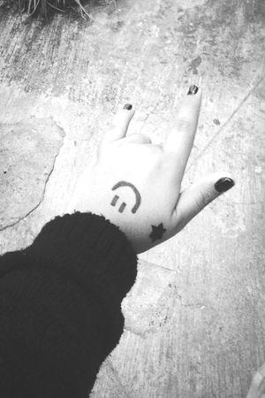 ●●● Blackandwhite Hand Nails Smile Star Skin Lml Likeforlike ●●●