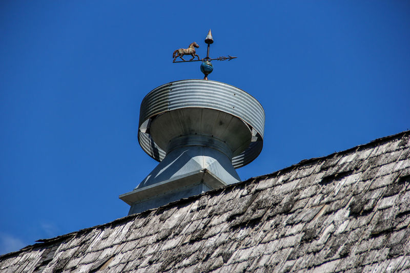 Barn Cupola Architecture Barn Blue Building Exterior Canon60d Canonphotography Clear Sky Cupola Galvanized Low Angle View Roof Shingles Sky Weather Vane