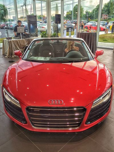 Lady in red Audi R8 Exotic FourRings