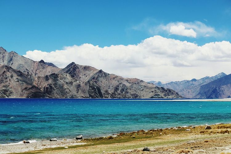 PangongTso~ PangongTso Ladakh India Ladakhdiaries Incredible India Mountain View Tranquil Scene Mountain Range Tranquility Beauty In Nature Lakeshore Check This Out Beautiful Nature Springtime Landscape Lakeview Landscape_photography Himalayan Range Nature Diaries Youngest Mountain Range Non-urban Scene Mountains And Snow Lakescape Natural Beauty The Great Outdoors - 2017 EyeEm Awards