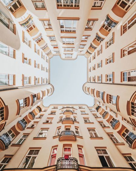 Always have time to look up 🙄 VSCO Lookup Architecturelovers Architectural Feature Architecture_collection Architectural Column Built Structure Architecture Building Exterior Building City No People Low Angle View Pattern