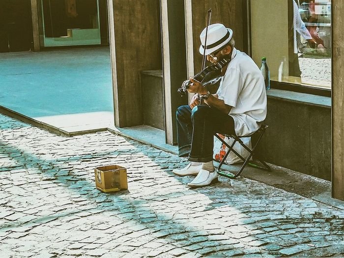 Man & violin. Streetphotography Real People Violinist Romania Streetart Photooftheday Photographer Cmphotographer Fuji Fujifilm Fujix10