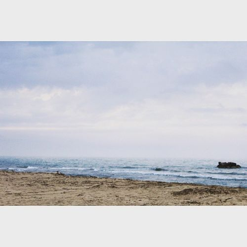 La musica del mare termina sulla riva o nel cuore dell'uomo che ascolta? (Khalil Gibran) Nocrop Canon Reflex 1200D 58mm EOS Ios Petacciato Pic Photo Ph Images Life Solocosebelle Mare Mudica Riva  Cuore Uomi Ascoltare Khalil Gibran Khalilgibran Sea Spiaggia instapic instafoto cold
