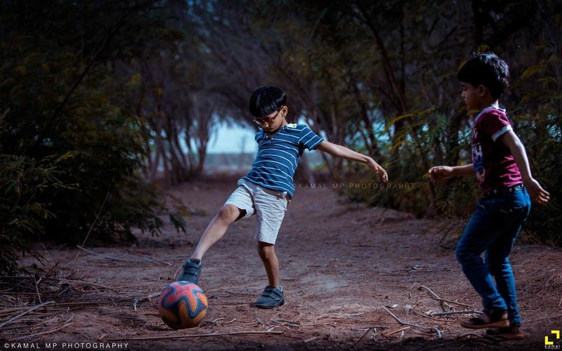 Football Footballet Player Soccer Juggling Football Game Sports Footballplayer  Footballgame Tournament Portraitoftheday Portfolio Messi Ronaldo VSCO Photoshoot Soccergame Beautiful Vscomood فوتوغرافي Children Only Child Childhood Boys Two People Full Length People Sibling Togetherness Girls Playing Happiness Friendship Adventure Match - Sport Outdoors Competition Fun