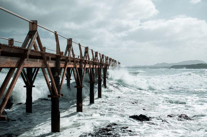 Splashing pier