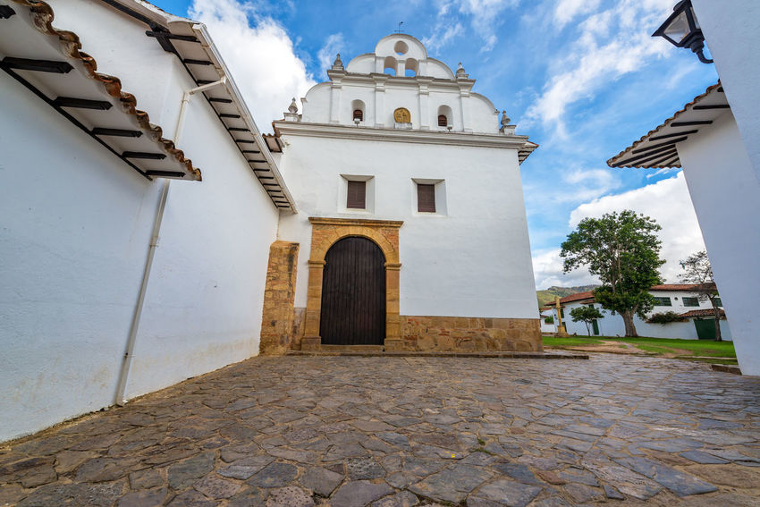 Church and convent of San Francisco in Villa de Leyva, Colombia Architecture Beautiful Cathedral Church Colombia Houses Latin Spanish Travel VillaDeLeyva America Boyaca Cobblestone Colonia Historic History Old Plaza Religion Sandstone Southamerica Tourism Town Traditional White