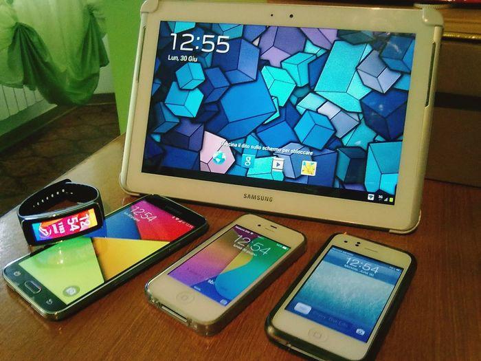 I miei gioielli :) Samsung Galaxy Tab 2 Samsung Gear Fit Samsung Galaxy S5 IPhone 4 First Eyeem Photo