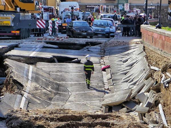 Collapse Erosion Effects Firefighter Florence Lungarno Mudslide Water Pipe
