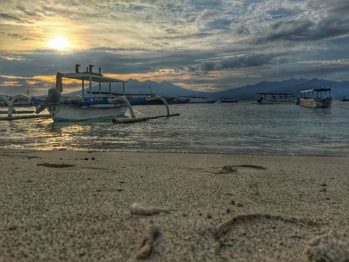Gilitrawangan  #sand #water #sky #boat #iPhone Iphone6s