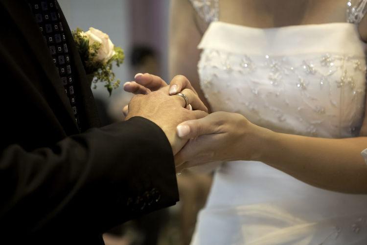 Kirche Wedding Glaube Rose Stille Bayern Hochzeit Trauung Kerze Buch Gott Glaube Hope Kerze Detail Tisch Deko Trauung Hände Ringe