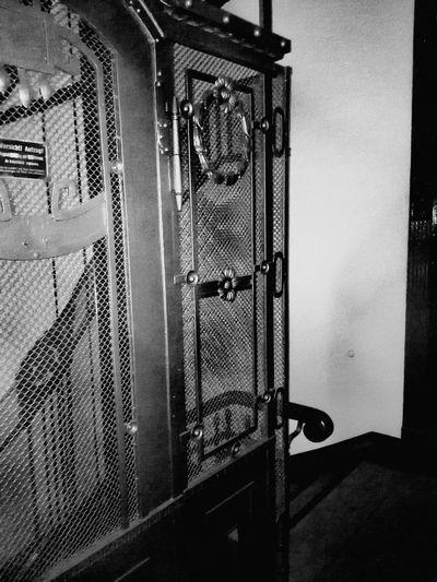 Door No People Indoors  Elevator Perspektiv Change Black And White Friday