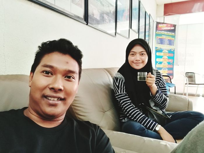 Two People Casual Clothing Sitting Friendship Togetherness Drinking Connection Adult People Adults Only Young Adult Indoors  Portrait Smiling Technology Enjoyment Communication Lifestyles Relaxation Looking At Camera