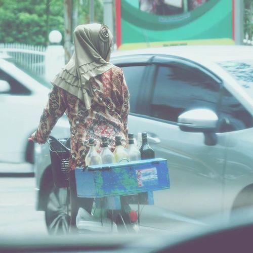 di jalan Medan Kotamedan Medancity Sekitarkita dijalan human sosial carimakan potrait potret indonesia life