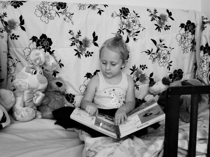 Blackandwhite Casual Clothing Daughter Day Found On The Roll Home Leisure Activity Lifestyles Love Portrait Reading The Portraitist - 2016 EyeEm Awards