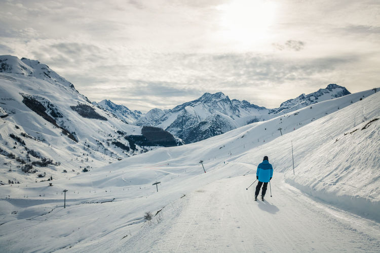 Snow ❄ Snowcapped Mountain Winter Sport French Alps Cloud - Sky Snow Winter Cold Temperature Mountain Beauty In Nature Sky Scenics - Nature Nature Outdoors Ski Resort  Skiing Sport Leisure Activity One Person Rear View Real People Lifestyles Mountain Range Adventure Warm Clothing The Great Outdoors - 2019 EyeEm Awards The Minimalist - 2019 EyeEm Awards
