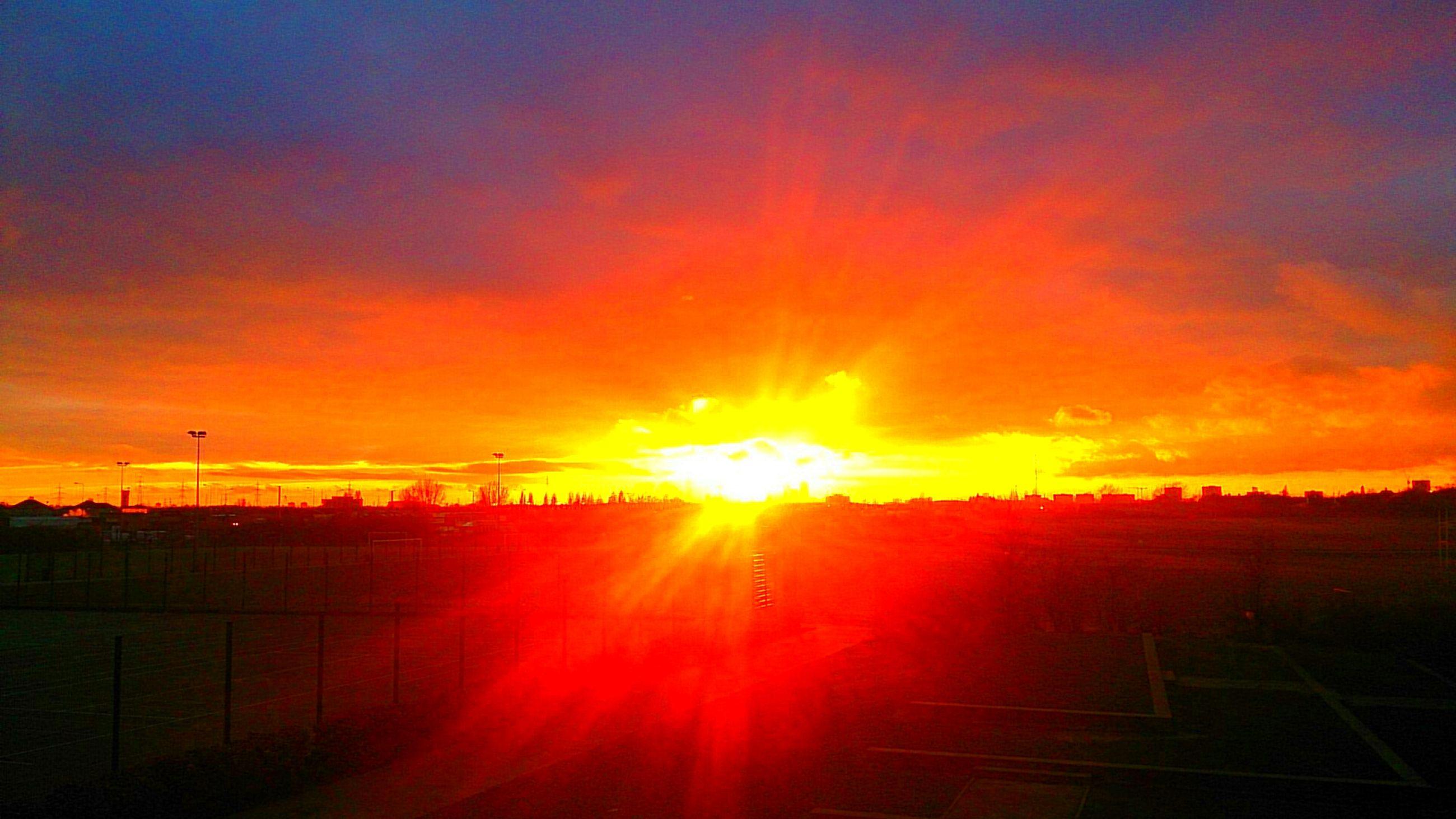 sunset, sun, orange color, sky, silhouette, beauty in nature, scenics, sunlight, tranquil scene, sunbeam, tranquility, idyllic, nature, cloud - sky, lens flare, landscape, field, dramatic sky, outdoors, back lit