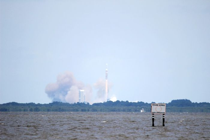 Rocket Launch Florida Hello World Atlas V Florida Taking Photos Check This Out Water Freedom