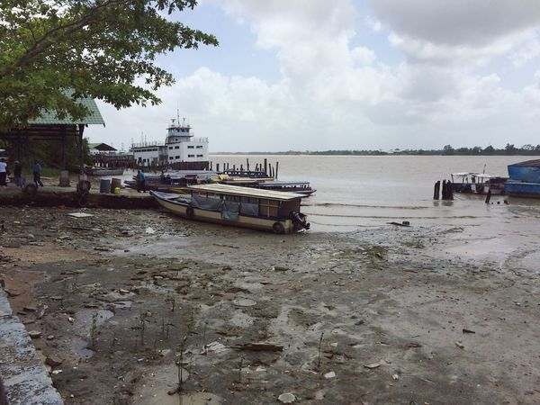 Suriname Paramaribo 01/2015 Mess Poluted River Boats