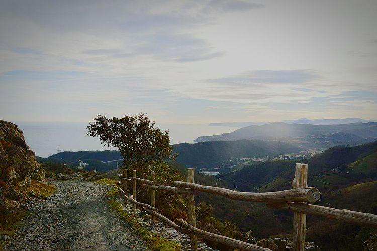 Arenzano verso il Parco del Beigua Liguria,ItalyMare Montagna Cielo Azzurro Natura Relax Ariapulita Mer Montagne CielBleu Nature NOstress Plein Air ❤ Sea Sea And Sky Sea View Mountain Mountain View Blue Sky Freshair Freshairandfreedom Landscape