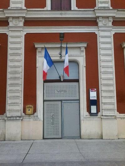 Portes ouvertes tous les week-end à L'atelier du Rouloir en face de la Gare /-) http://collectif.gare-de-conches.org/enervements GardeConches